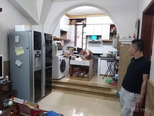 Tập thể Nam Thành Công, Ba Đình đầu hồi ngay mặt phố Nguyên Hồng 70m2, giá 2 tỷ