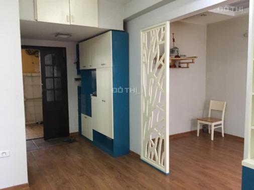 Bán căn hộ tập thể phố Núi Trúc 55m2, đủ đồ, 2 PN giá 1.9 tỷ. Lh: 0916617739