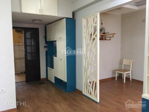 Bán căn hộ tập thể phố Núi Trúc 55m2, đủ đồ, 2 PN, giá 1.9 tỷ. LH: 0916617739