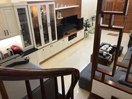 Bán nhà đẹp, ô tô cách 10m, ngõ rộng thoáng, phố Vũ Hữu, giá 3,05 tỷ