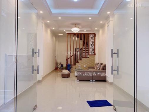 Bán gấp nhà Đê La Thành, Đống Đa, 32m2 x 4 tầng, ngõ rộng, giá chỉ 3,3 tỷ, LH: 0393485862