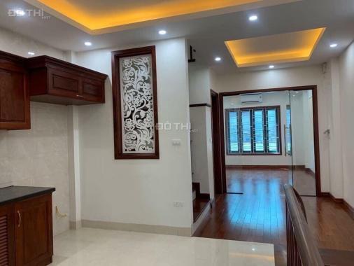 Bán nhà riêng tại Hà Nội, bán nhà mới xây DT 40m2, xây 4,5 tầng, giá 3,3 tỷ, Đống Đa
