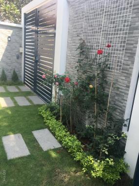 Bán gấp biệt thự mới hoàn thiện đối diện công viên KDC Khang An, Phú Hữu, Q9