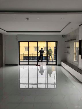 Bán nhà mới về ở luôn phố Yên Lạc, Vĩnh Tuy, HBT 60m2 x 6T, thang máy, ô tô vào nhà, SĐCC, 8.2 tỷ