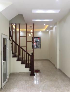 Bán nhanh căn nhà 43m2 phố Võng Thị, rất gần hồ Tây, 5 tầng, chỉ 3 tỷ