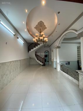 Cần bán căn biệt thự ngay Nguyễn Oanh diện tích 8.15 x 17m, 140m2, giá cực tốt
