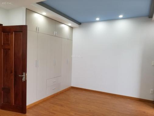 Bán nhà hoàn thiện đẹp, 1 trệt 2 lầu, 4 PN, 4 WC, nội thất đẹp, sổ hồng, Đông Bắc, giá 6.5 tỷ