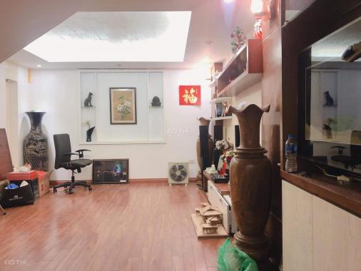 7,8 tỷ có nhà mặt phố ở Trần Quốc Hoàn trên sổ đỏ vỉa hè 8m, DT: 40m2, LH: 0979532084)