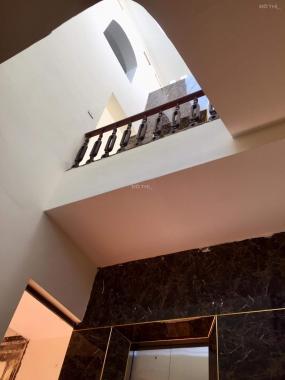 Bán nhà Đê La Thành - Đống Đa. 5 tầng thang máy, mt 5.1m tổng 8PN