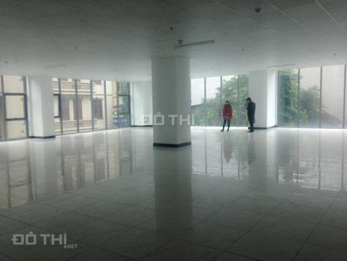 Cần cho thuê văn phòng 4 tầng mặt phố Nguyễn Văn Cừ, quận Long Biên. Làm tập gym thì đẹp