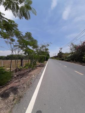 Kẹt tiền bán mảnh đất dt 2273m2 gần UBND Nhuận Đức mặt tiền kênh thoáng mát