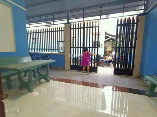 Bán nhà 1 trệt 1 lầu 70m2, hoàn công TT Thuận An sân xe hơi, SHR, tặng nội thất. LH 0394428926