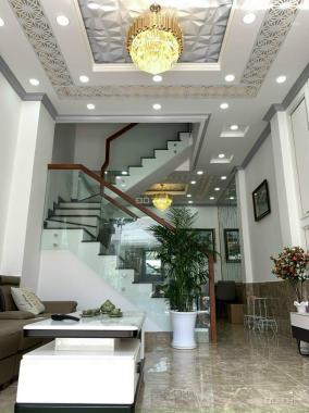 Bán nhà mặt phố 3 lầu sân thượng, trung tâm TT Nhà Bè, nội thất cao cấp giá 7 tỷ TL