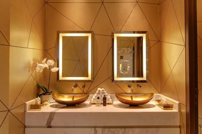 phòng tắm dát vàng