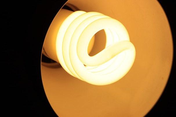 sử dụng đèn compact