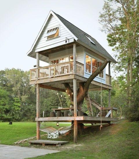 Ngôi nhà trên cây nhỏ xinh là nơi thư giãn cuối tuần của một gia đình.