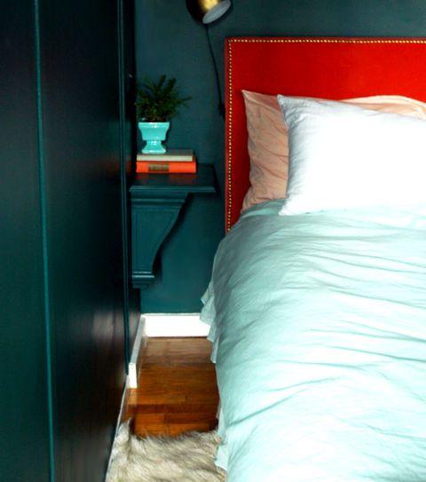 Bàn đầu giường gắn tường