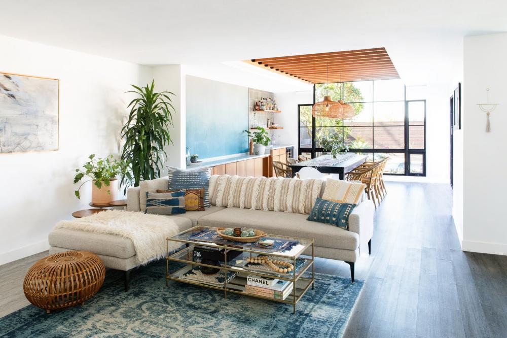 Cải tạo ngôi nhà xây từ thập niên 60 thành không gian sống đẹp mộng mơ