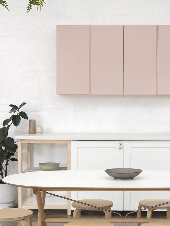 tủ bếp màu hồng