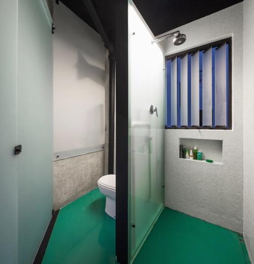 Phòng vệ sinh được đặt ở phần zic zắc nên rất khó thiết kế.