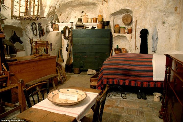 nội thất nhà đá