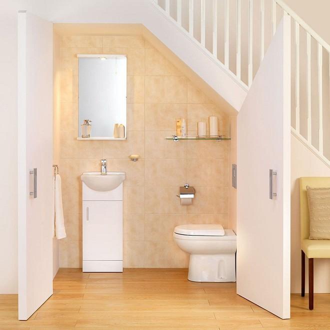 phòng vệ sinh dưới gầm cầu thang