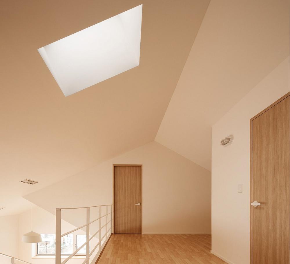 cửa sổ trần nhà