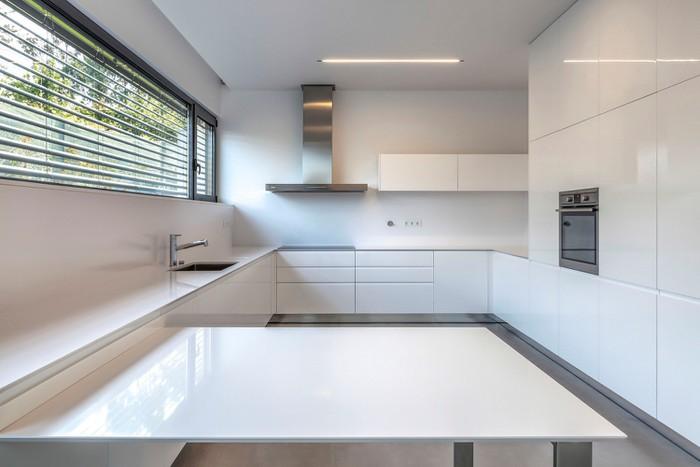 phòng bếp nhà mái bằng