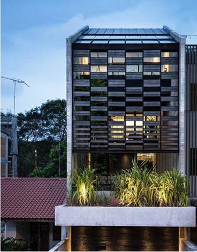 Nhà phố ấn tượng với thiết kế mặt tiền lọc sáng thông minh