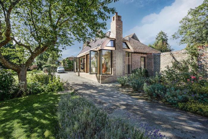 Ngôi nhà gạch đẹp bình yên ở làng quê nước Anh