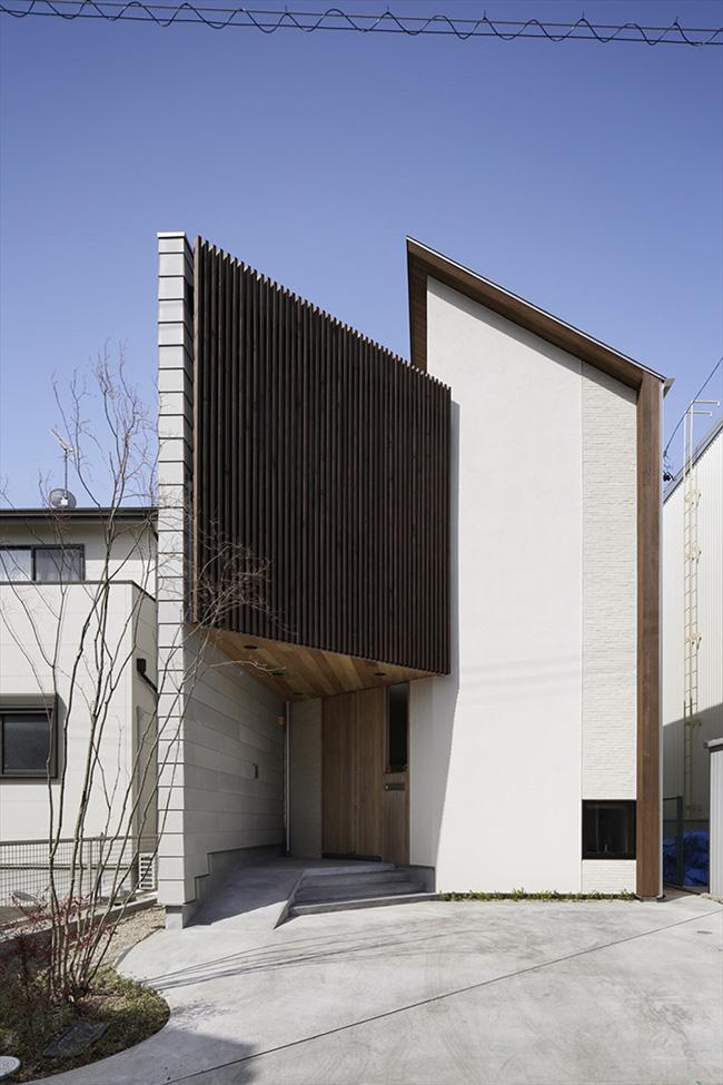 Nhà kiểu Nhật được khen hết lời bởi thiết kế xoay 45 độ tránh nắng