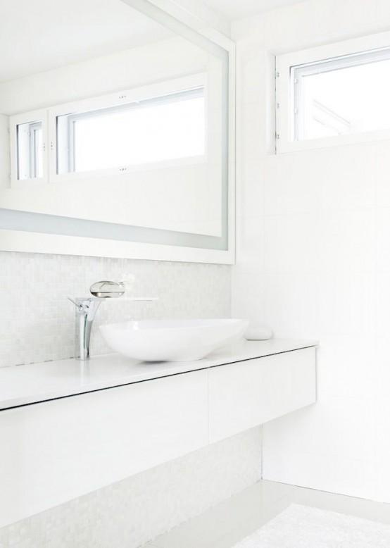 phòng tắm màu trắng