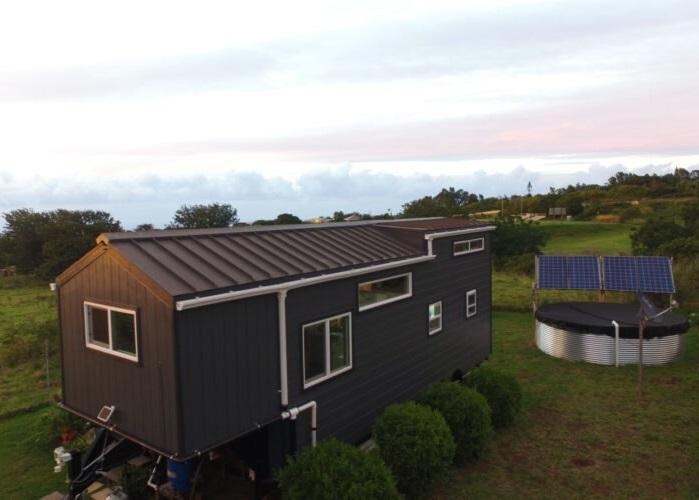 Nhà tí hon được trang bị hệ thống quang điện mặt trời của gia đình 3 người
