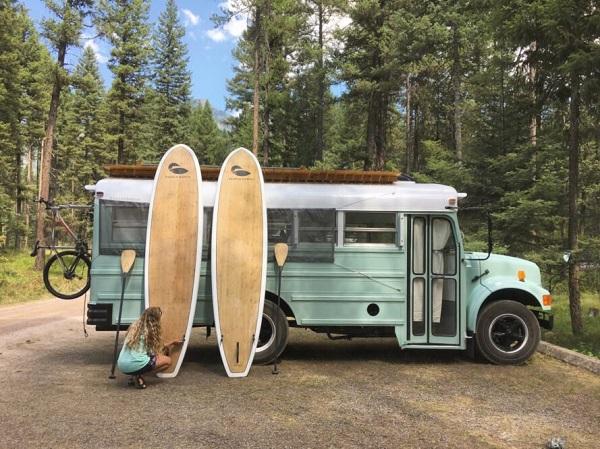 Xe buýt cổ gần 30 năm tuổi hồi sinh thành nhà di động phong cách