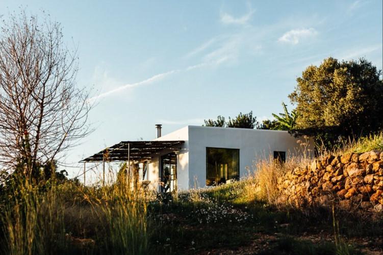 Ngôi nhà đẹp như tranh vẽ được cải tạo từ nhà kho 100 tuổi
