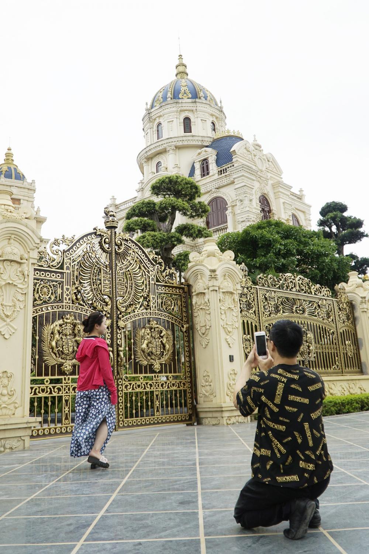 cổng tòa lâu đài ở Ninh Bình
