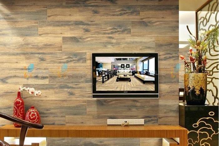 bức tường phòng khách ốp gạch giả gỗ