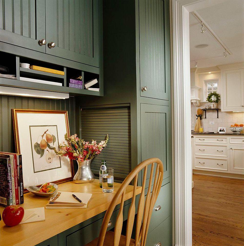góc làm việc ở hành lang cạnh bếp