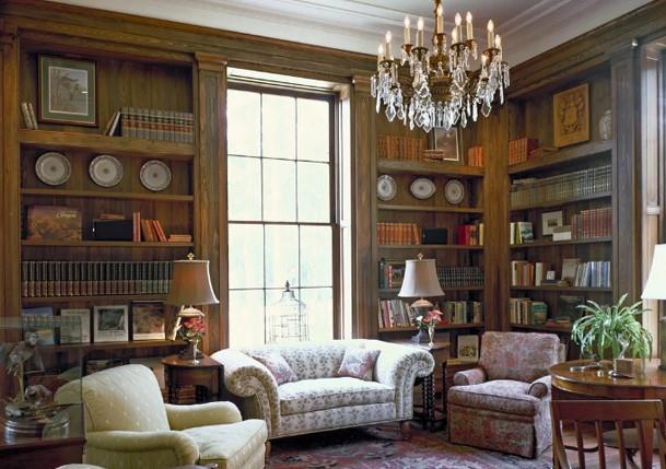 """Phòng thư viện bên trong biệt thự của """"Người Dơi"""""""