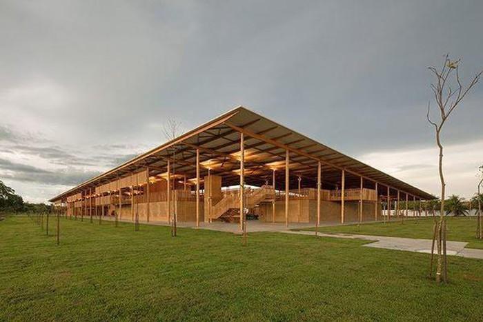 Trường học độc đáo làm bằng gỗ và gạch bùn ở Brazil