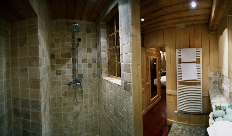 phòng vệ sinh nằm trên lãnh thổ Thụy Sĩ
