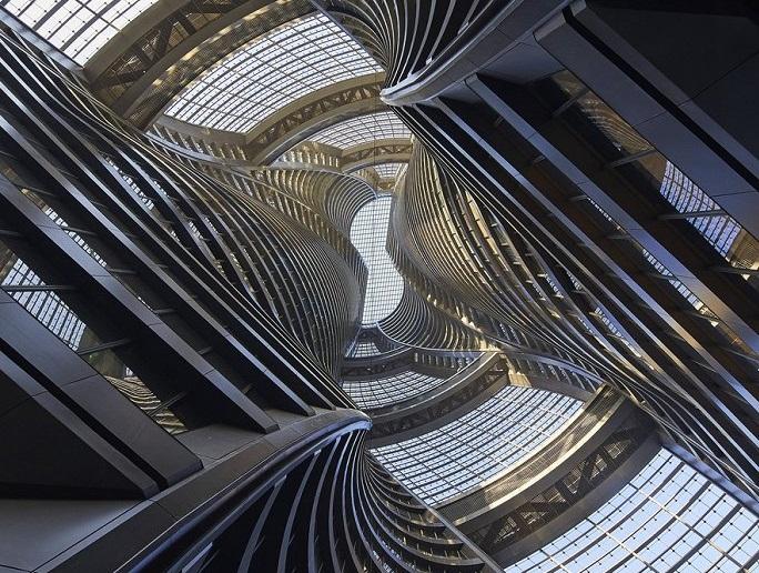 Giếng trời khổng lồ trong tòa tháp 45 tầng ở Bắc Kinh