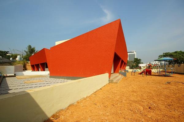 Hình ảnh cận cảnh một góc sân chơi trong trường mẫu giáo