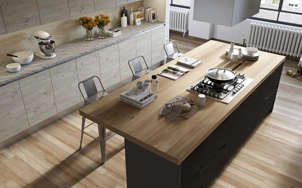 Hình ảnh phòng bếp màu xám trắng thanh lịch, đảo bếp kiêm bếp nấu ở trung tâm