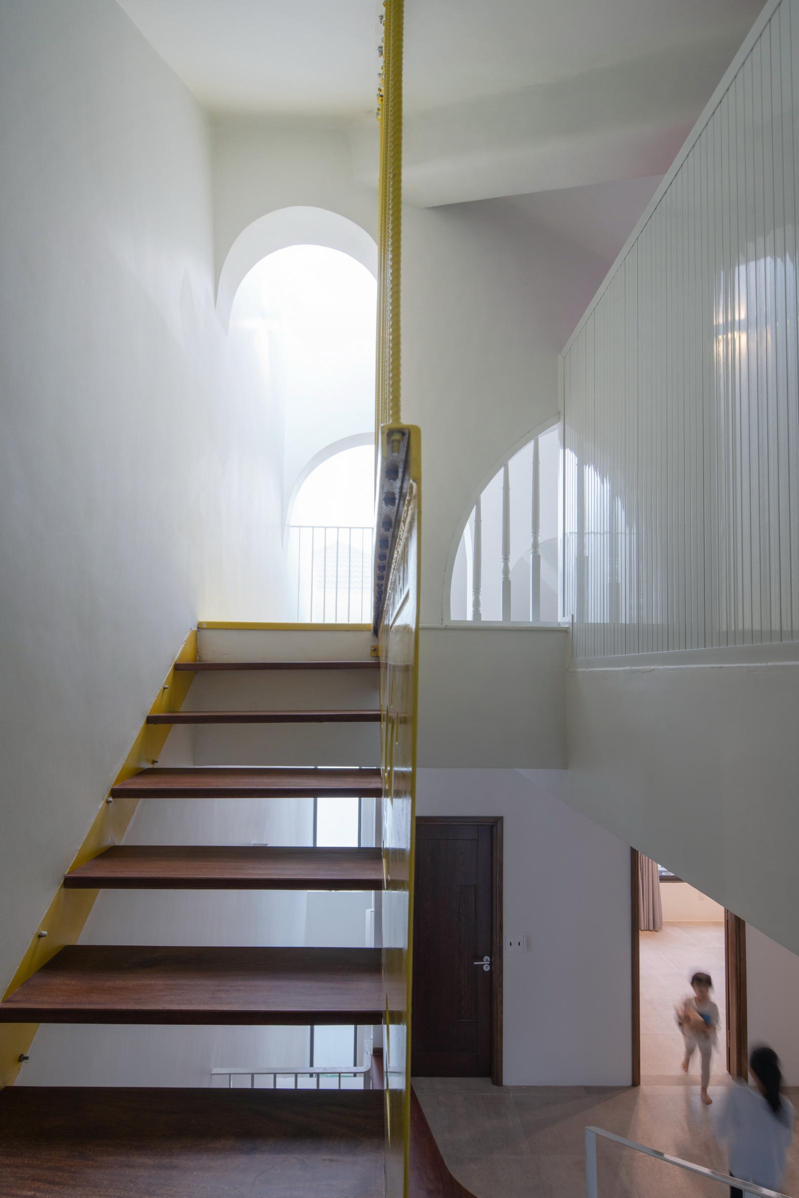 Hình ảnh phần 0hần cầu thang được thiết kế kiểu bậc rỗng thông thoáng