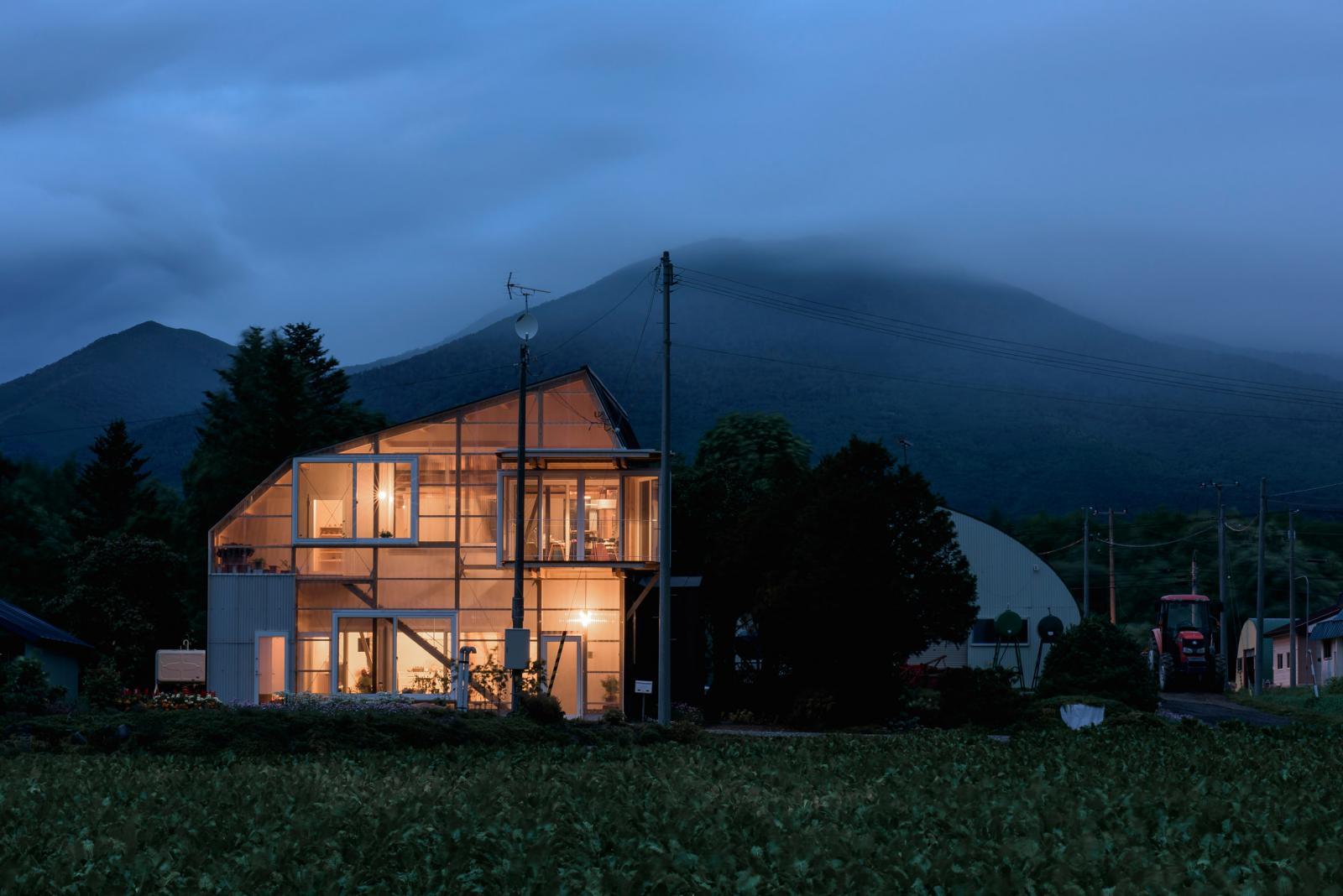 Toàn cảnh ngôi nhà Nhật lung linh khi đêm xuống