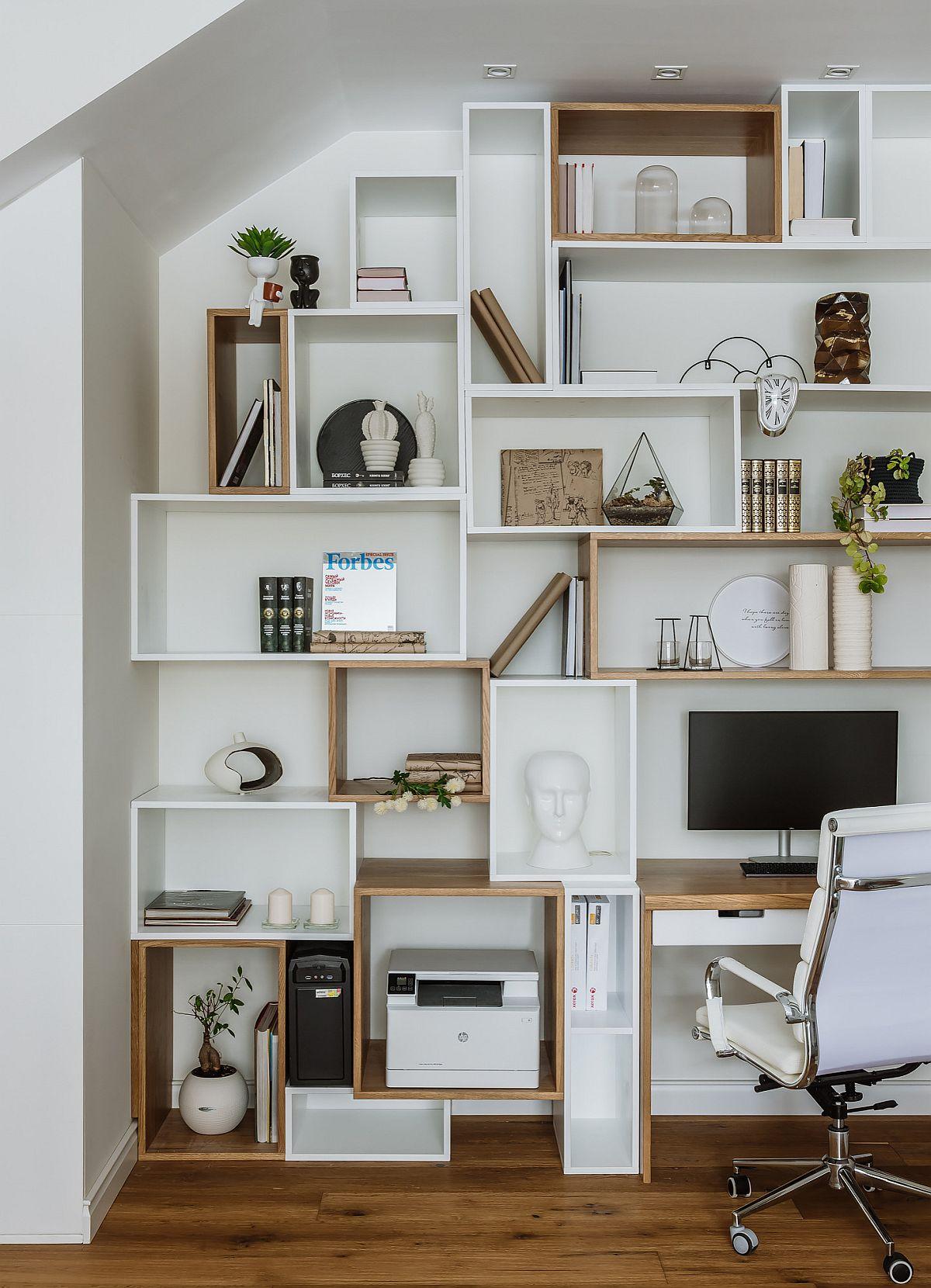 Hình ảnh cận cảnh hệ tủ kệ mở gắn tường tích hợp văn phòng tại gia nhỏ gọn