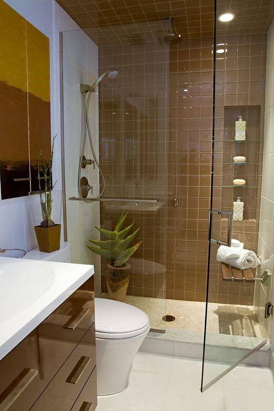 Hình ảnh phòng tắm vòi sen có vách kính trong suốt