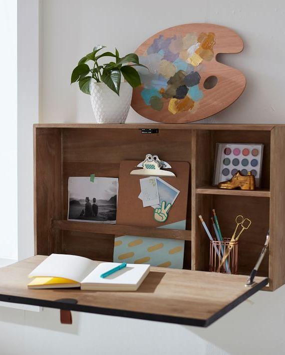 Hình ảnh cận cảnh mẫu bàn làm việc treo tường gọn xinh