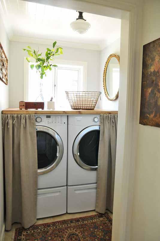 hình ảnh góc giặt sấy có rèm che, phía trên đặt giỏ sắt, chậu cây xanh